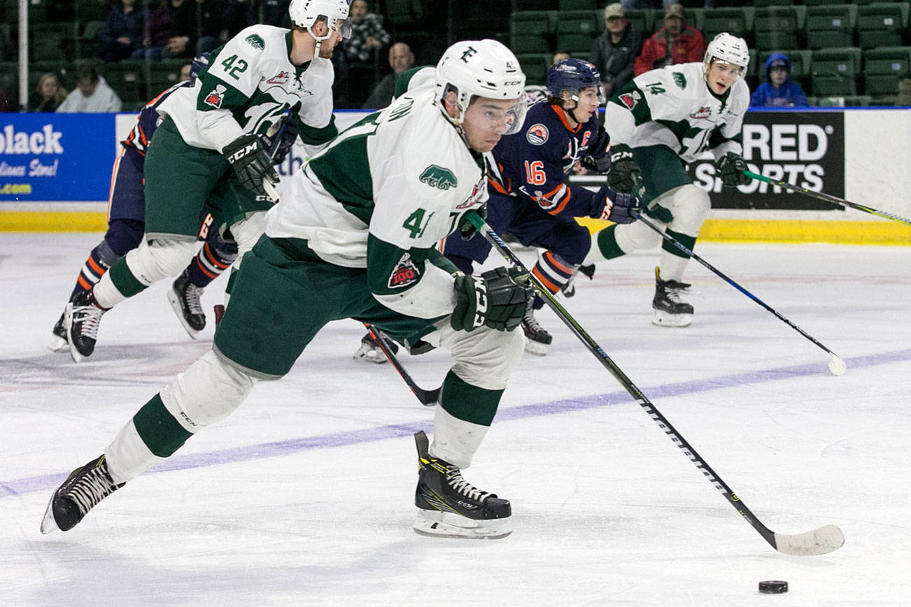 Everett's Garrett Pilon controls the puck in the first period Sunday afternoon at Angel of the Winds Arena in Everett on February 18, 2018. The Silvertips won 4-0. (Kevin Clark / The Daily Herald)