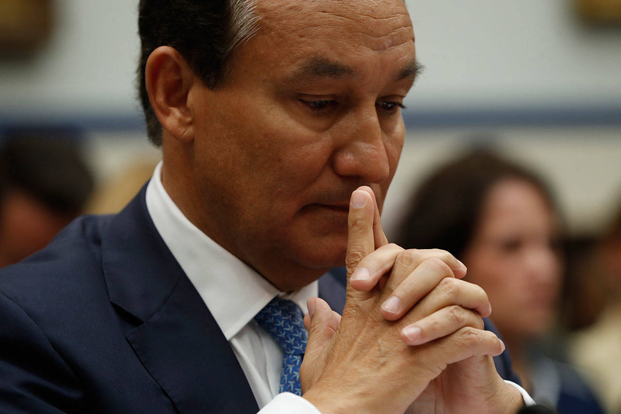 United Airlines CEO Oscar Munoz pauses while testifying on Capitol Hill in Washington, D.C., Tuesday, before a House Transportation Committee oversight hearing. (Associated Press)