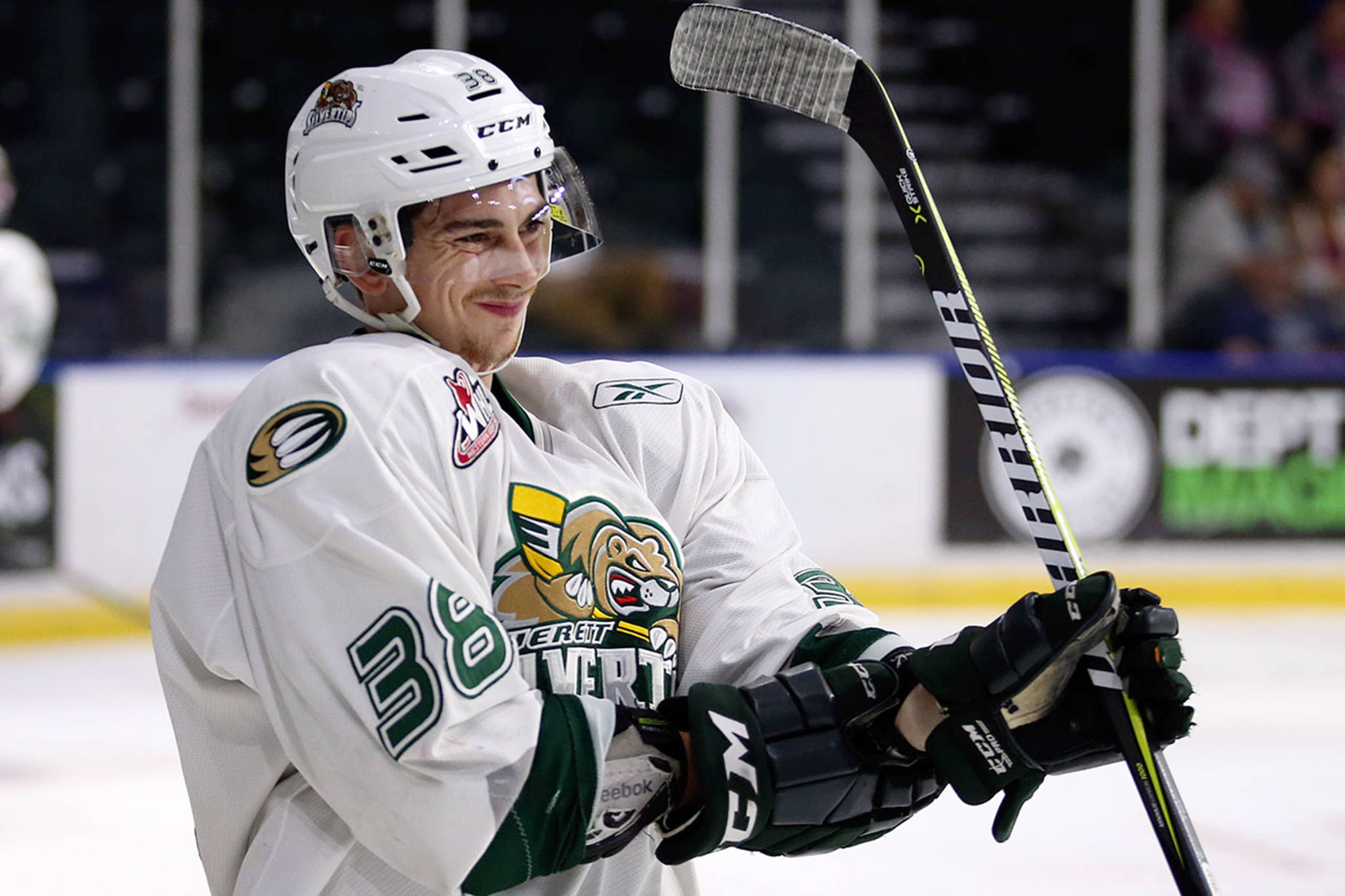 Everett Silvertips' Kevin Davis prepares for the tip-off against the Seattle Thunderbirds at Xfinity Arena on Sept. 2. (Kevin Clark / The Herald)