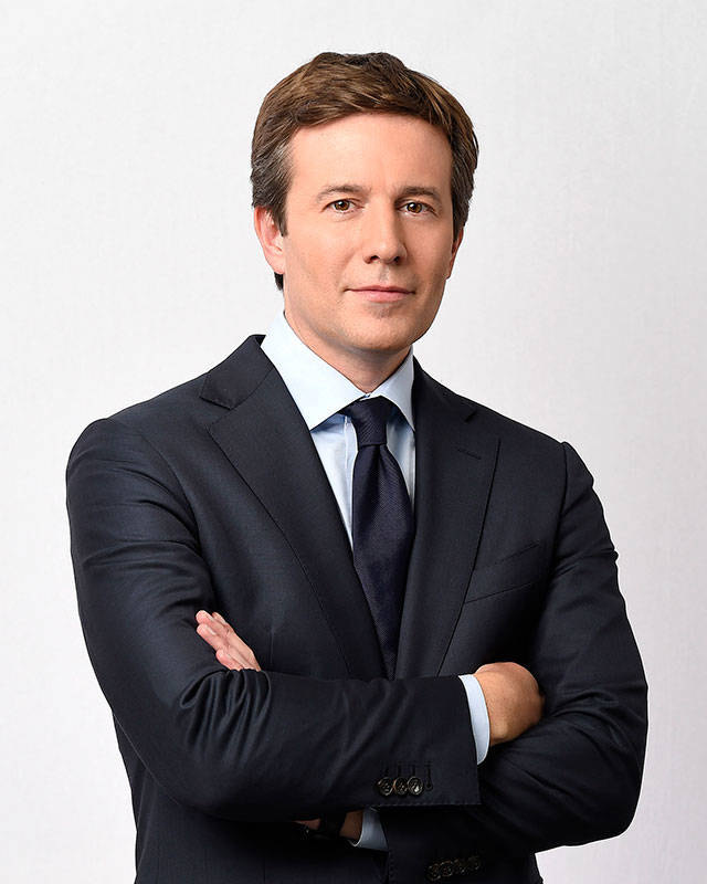 "Jeff Glor will take over as the ""CBS Evening News"" anchor replacing Scott Pelley and his sub for the past several months, Anthony Mason. (CBS Broadcasting Inc.)"