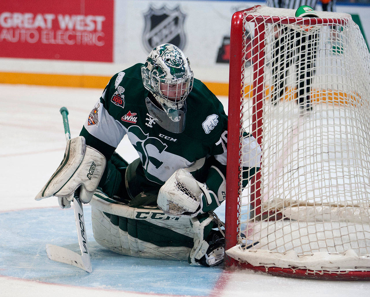 Silvertips goalie Carter Hart made 22 saves in Sunday night's 3-0 loss to the Swift Current Broncos. (Robert Murray / WHL)
