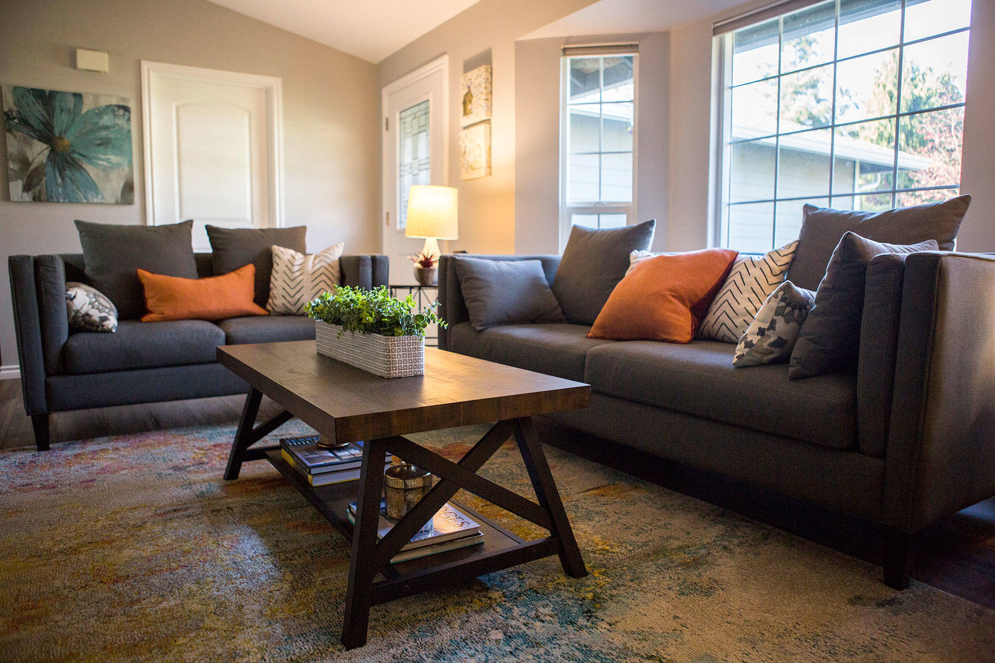 The Living Room Space Of The Hendersonu0027s Home Was Decorated By Kelly  DuByne, Of Distinctive