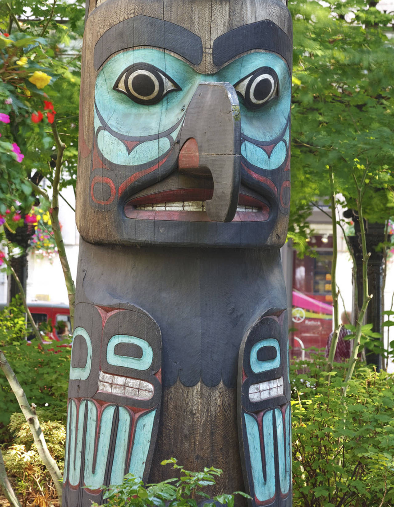 Native carvers of the Kyan and Kinninook Indian families carved this totem pole, which stands in Seattle's Pioneer Place Park. (Spike Mafford/Seattle.gov)