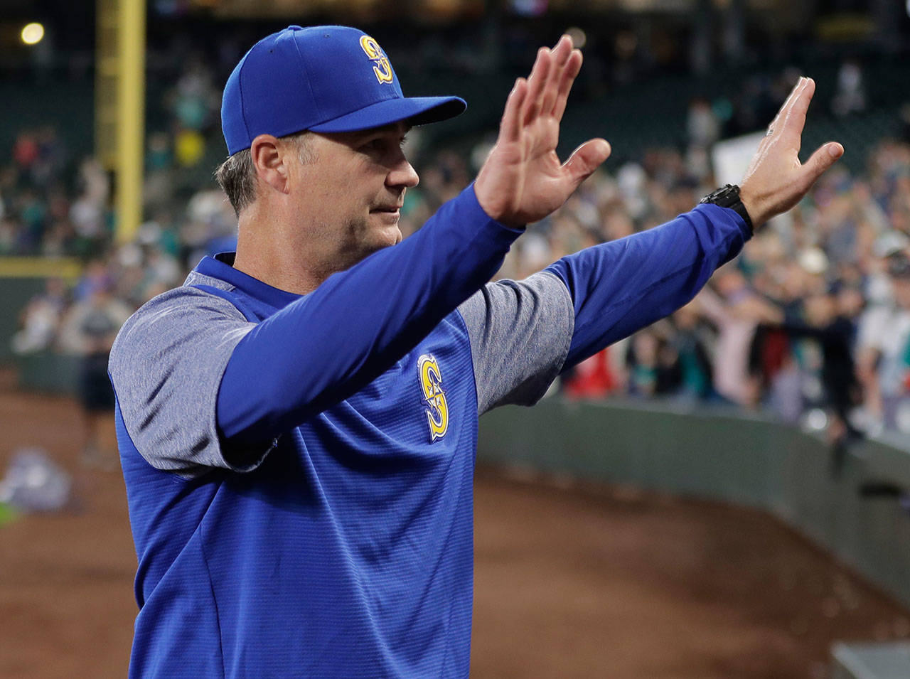 Mariners manager Scott Servais waves to fans after a game against the Rangers on Sept. 30, 2018, in Seattle. (AP Photo/Ted S. Warren)