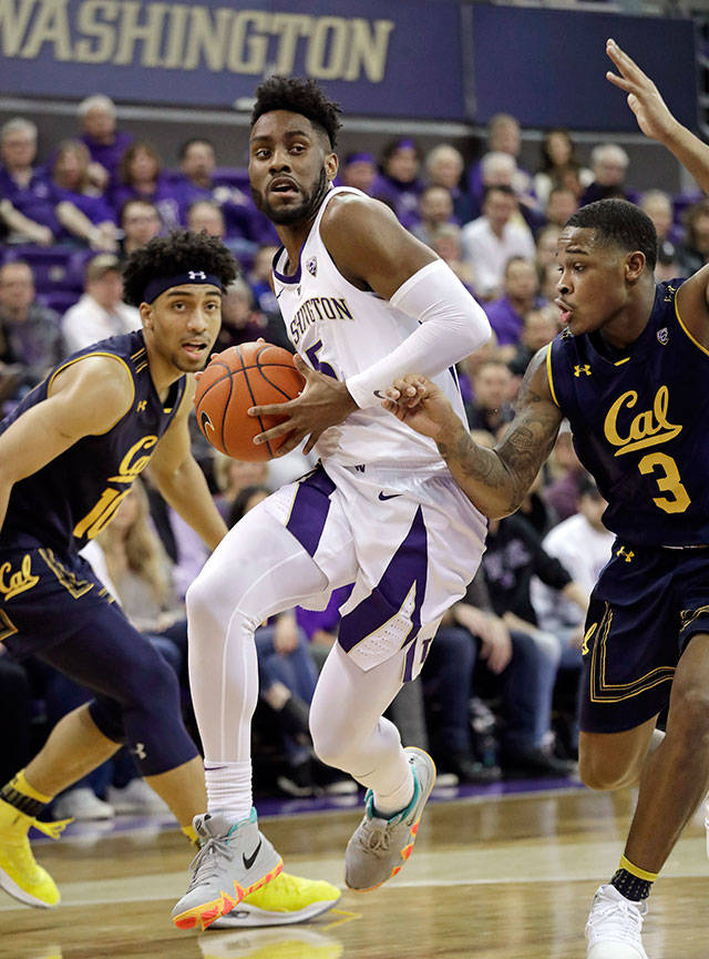 Washington's Jaylen Nowell (center) drives between California's Justice Sueing (left) and Paris Austin during the first half of a game on Jan. 19, 2019, in Seattle. (AP Photo/Elaine Thompson)