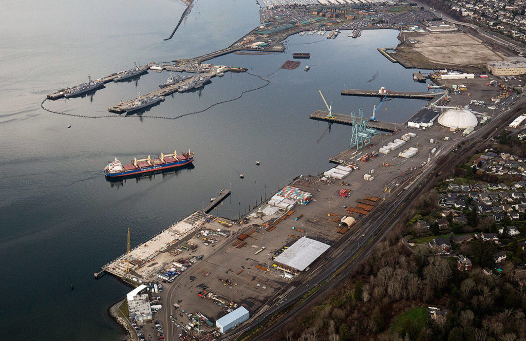 The bulk carrier Jamaica Bay is pushed into the Port of Everett by a pair of tugs near the former Kimberly-Clark mill site in January. (Andy Bronson / The Herald)