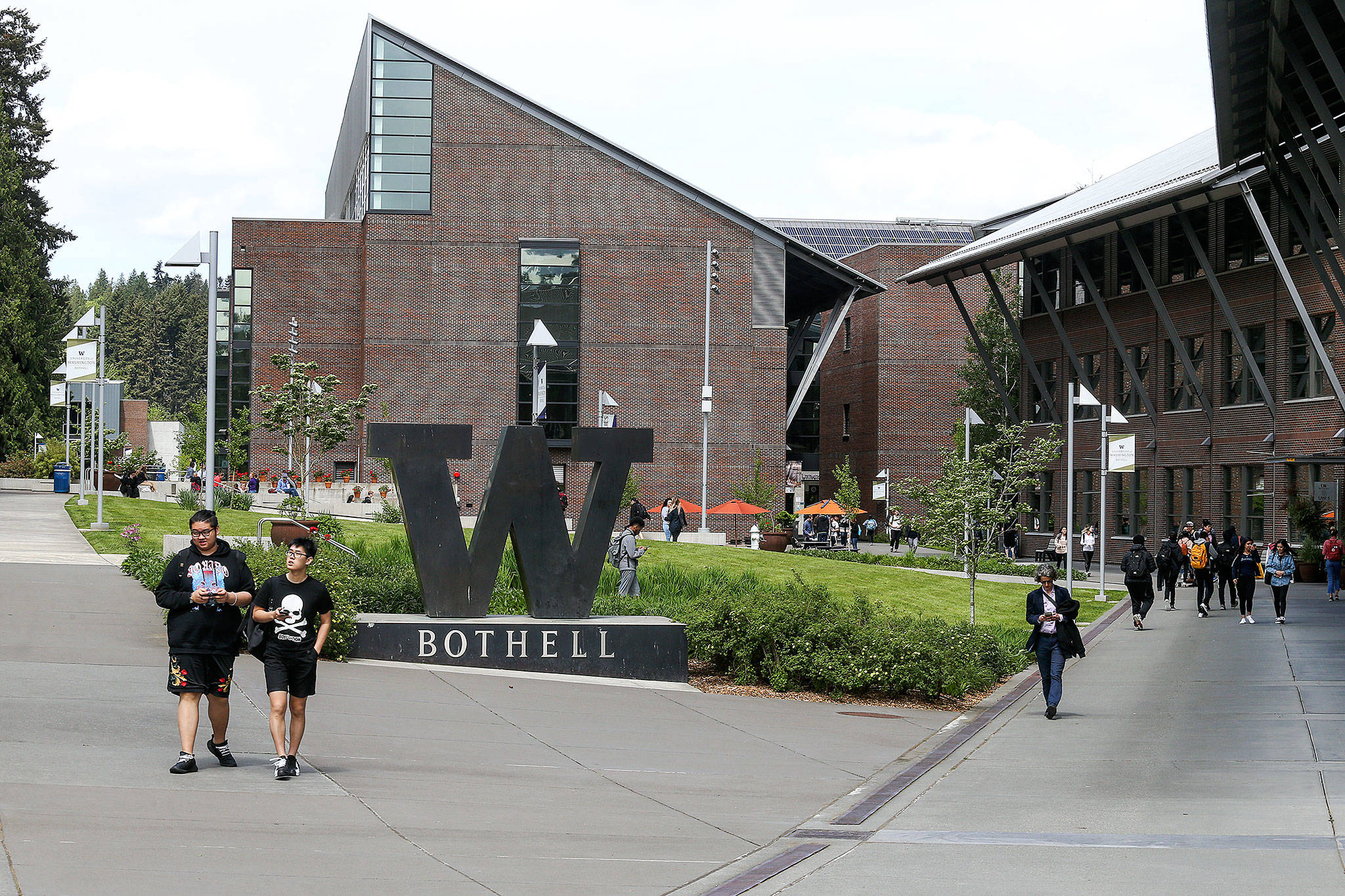 Students walk to classes at the UW Bothell campus on May 5, 2018. (Andy Bronson / Herald file)
