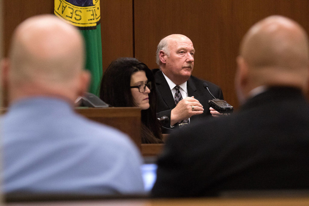 Jim Scharf, Snohomish County Sheriff's Office cold case detective, testifies Thursday about DNA linking William Talbott II to a double-murder as Talbott (left) and his attorney listen on at the Snohomish County Courthouse. (Andy Bronson / The Herald/POOL)