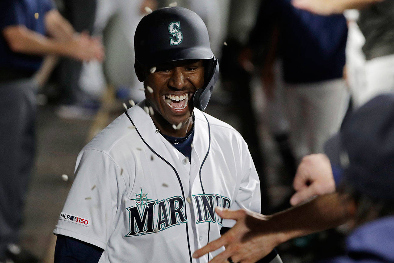 Lewis ties MLB home run record in Mariners' loss to Reds