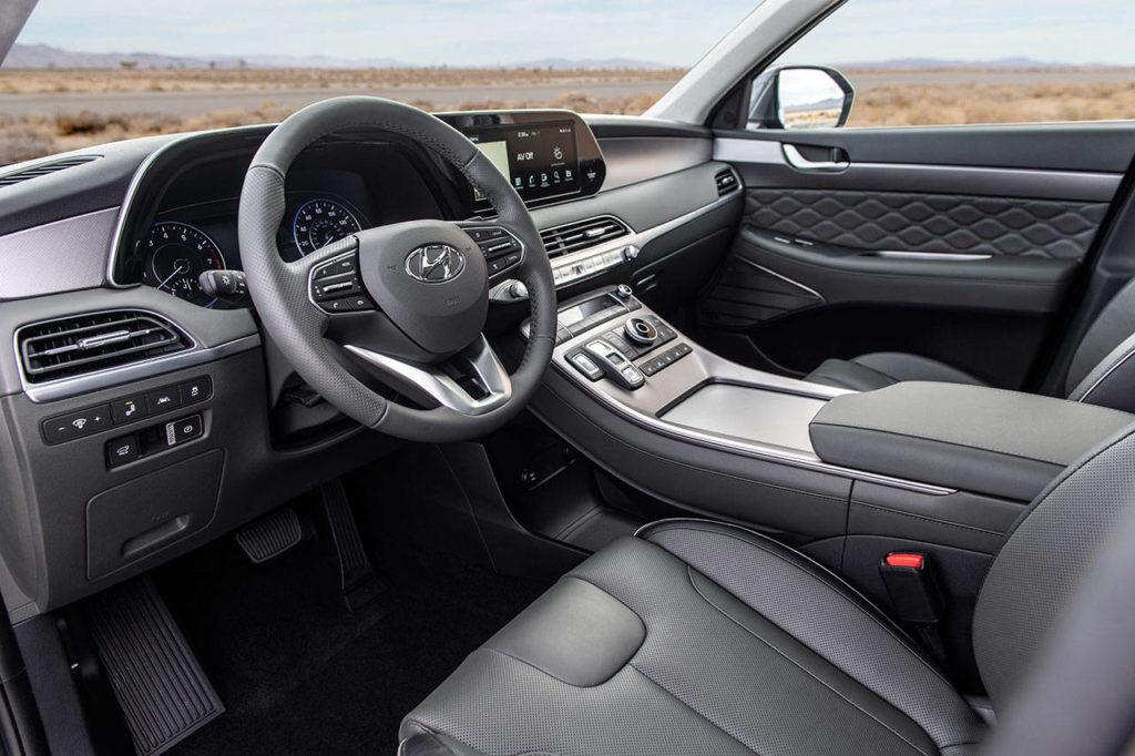 The 2020 Hyundai Palisade has the latest infotainment technology, but large buttons and knobs are included to keep operation safe, easy and intuitive. (Manufacturer photo)