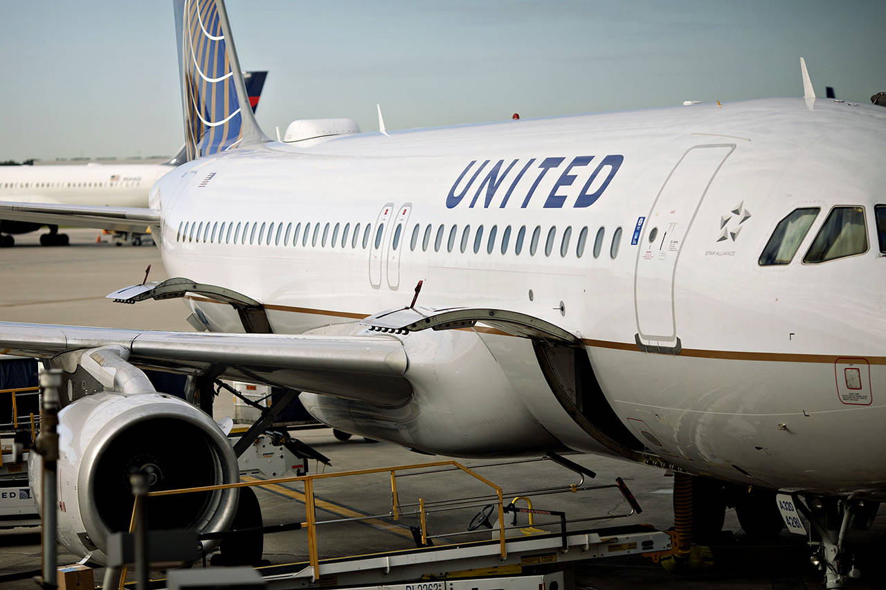 A United Airlines aircraft sits at a gate at OHare International Airport in Chicago on Oct. 17. (Daniel Acker/Bloomberg)