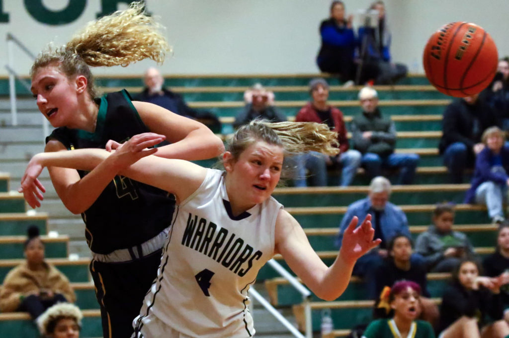 Shorecrest defeated Edmonds-Woodway 59-52 in overtime.Tuesday evening at Edmonds-Woodway Hiigh School in Edmonds on February 4, 2020. (Kevin Clark / The Herald)