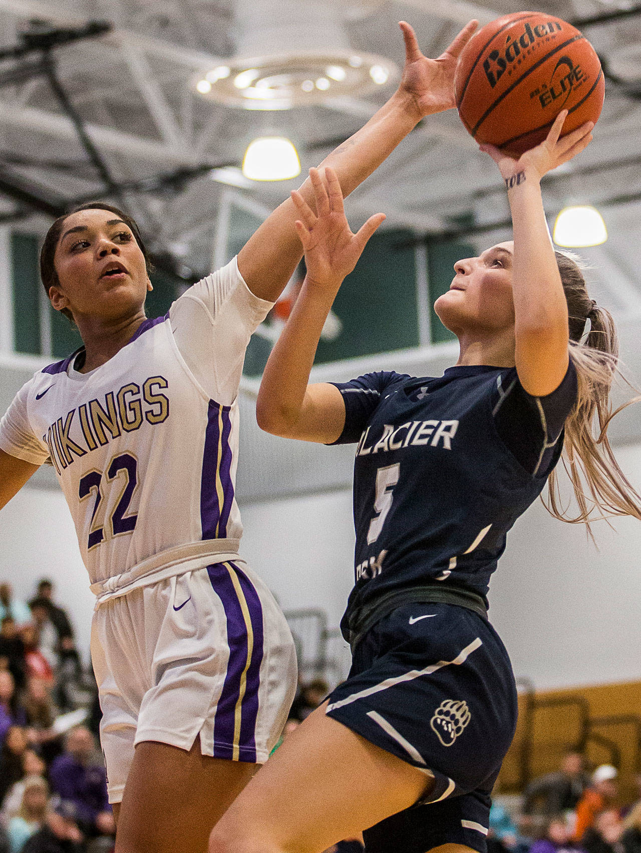 Raigan Reed of Lake Stevens (left) attempts to block a shot by Glacier Peak's Shay Sande during a game at Lake Stevens High School on Jan. 4, 2020. (Olivia Vanni / The Herald).