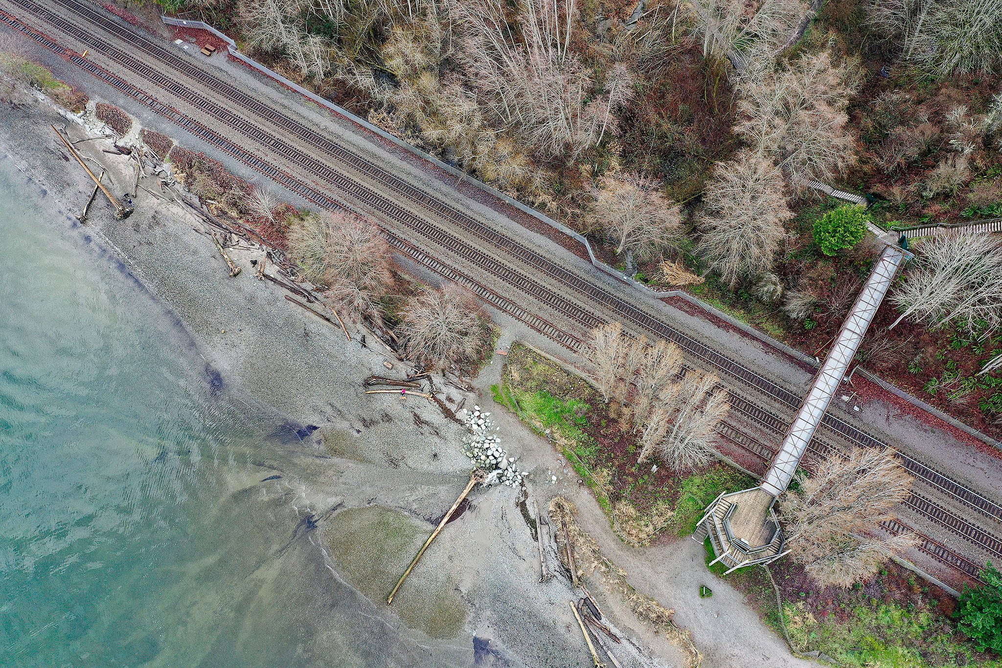 The beach at Howarth Park in Everett, as seen from a drone. At right is the pedestrian bridge over the BNSF Railway tracks. (Chuck Taylor / The Herald)
