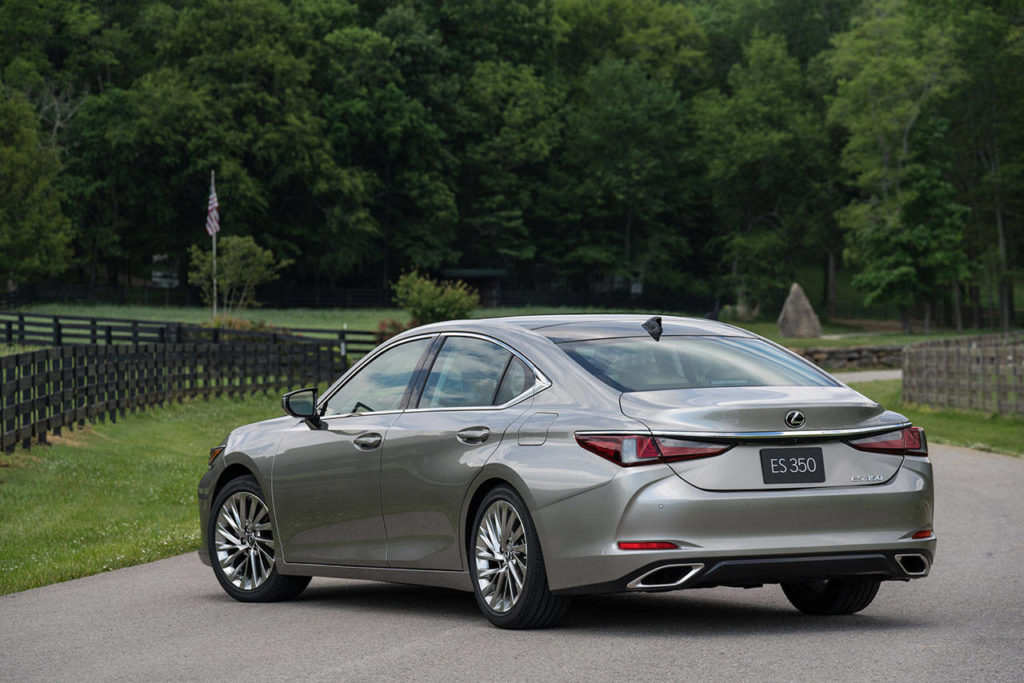 The combined horsepower rating of the 2020 Lexus ES 300h hybrid powertrain is 215. (Manufacturer photo)