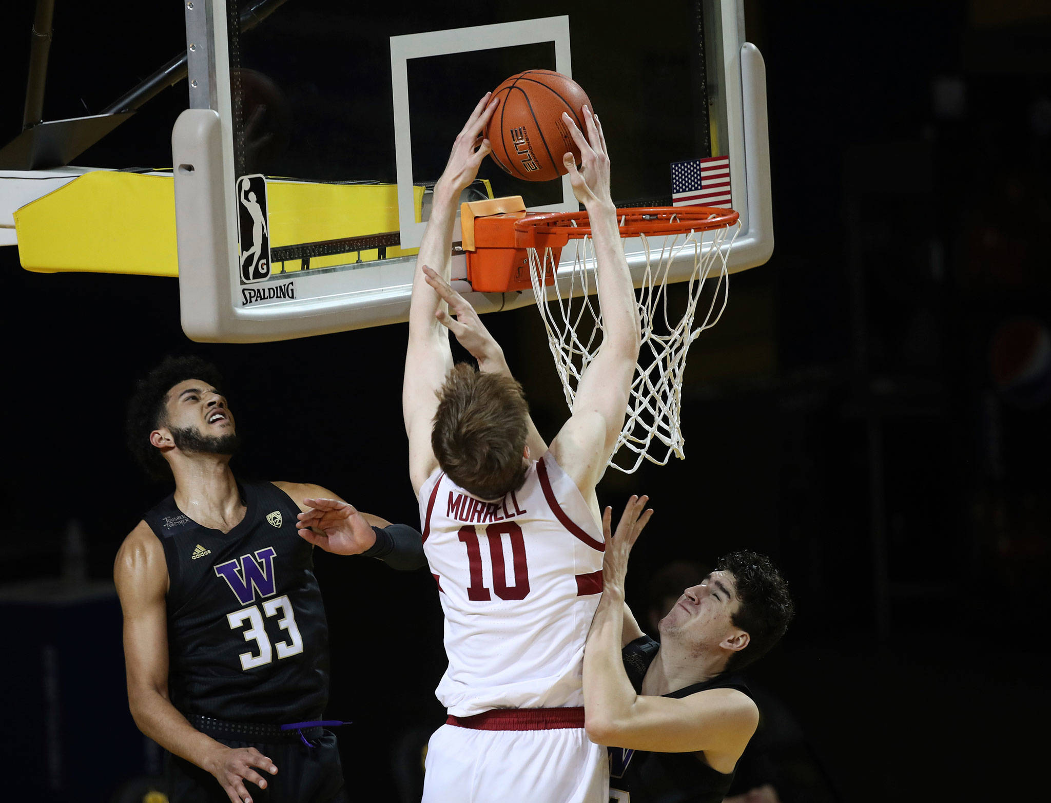 Stanford's Max Murrell (center) dunks against Washington's J'Raan Brooks (left) and Riley Sorn (right) during the first half of a game Jan. 7, 2021, in Santa Cruz, Calif. (AP Photo/Josie Lepe)