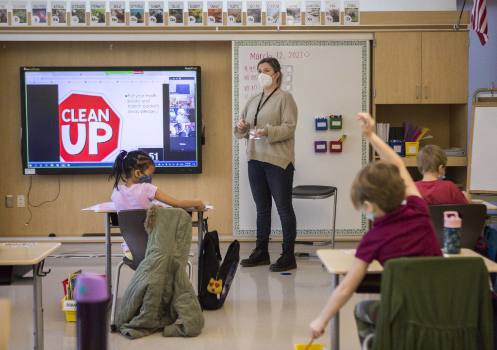 Jessica Cain lets her Zoom students and in-person students know that it is break time at Lake Stickney Elementary on Friday in Lynnwood. (Olivia Vanni / The Herald)