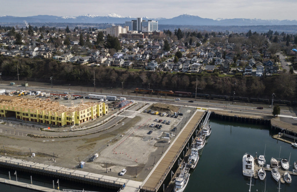 Homes line the bluff along Grand Avenue in Everett. New apartments are under construction on the waterfront below. (Olivia Vanni / The Herald)
