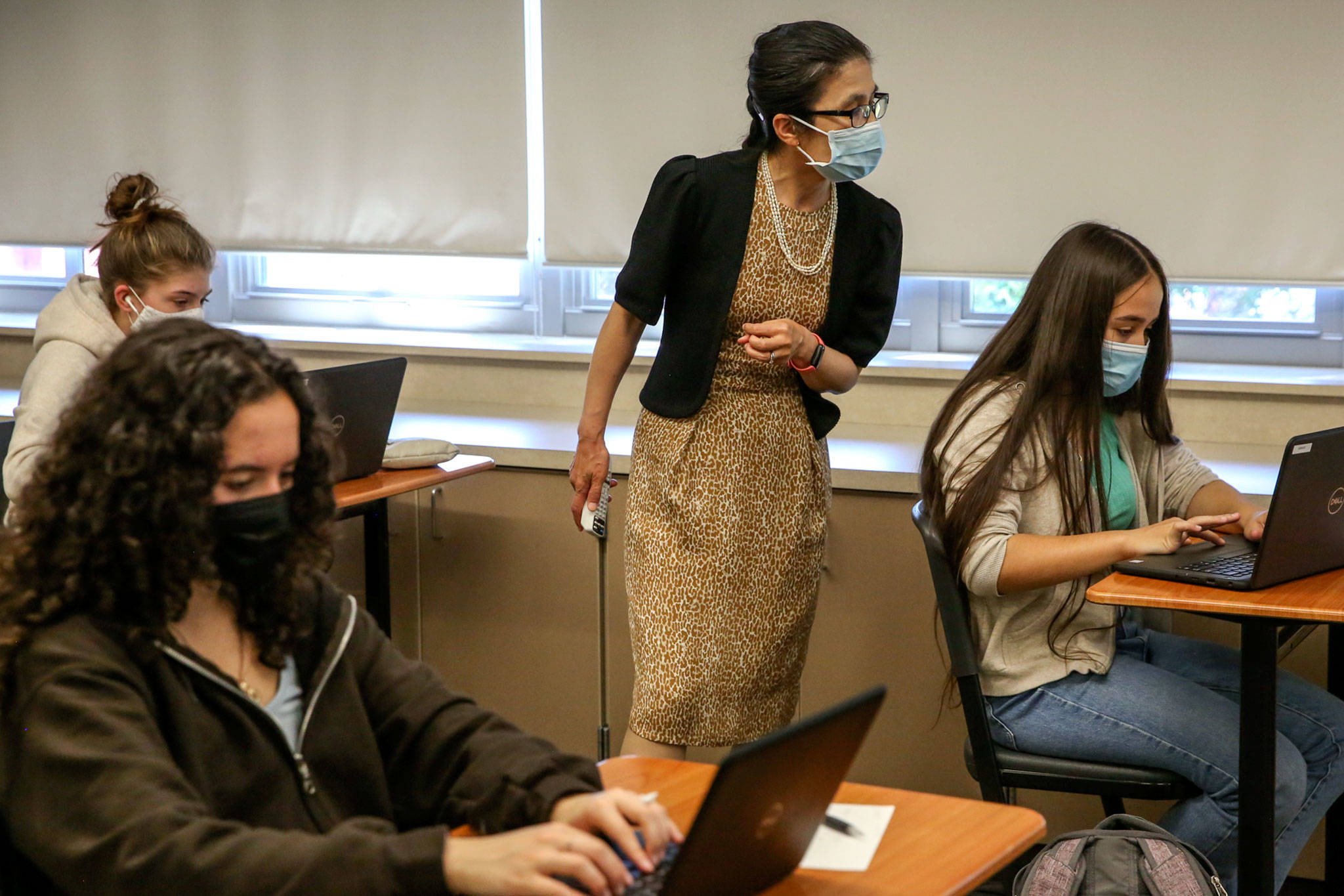 Bin Yang leads her class Wednesday morning at Snohomish High School on June 2, 2021. (Kevin Clark / The Herald)