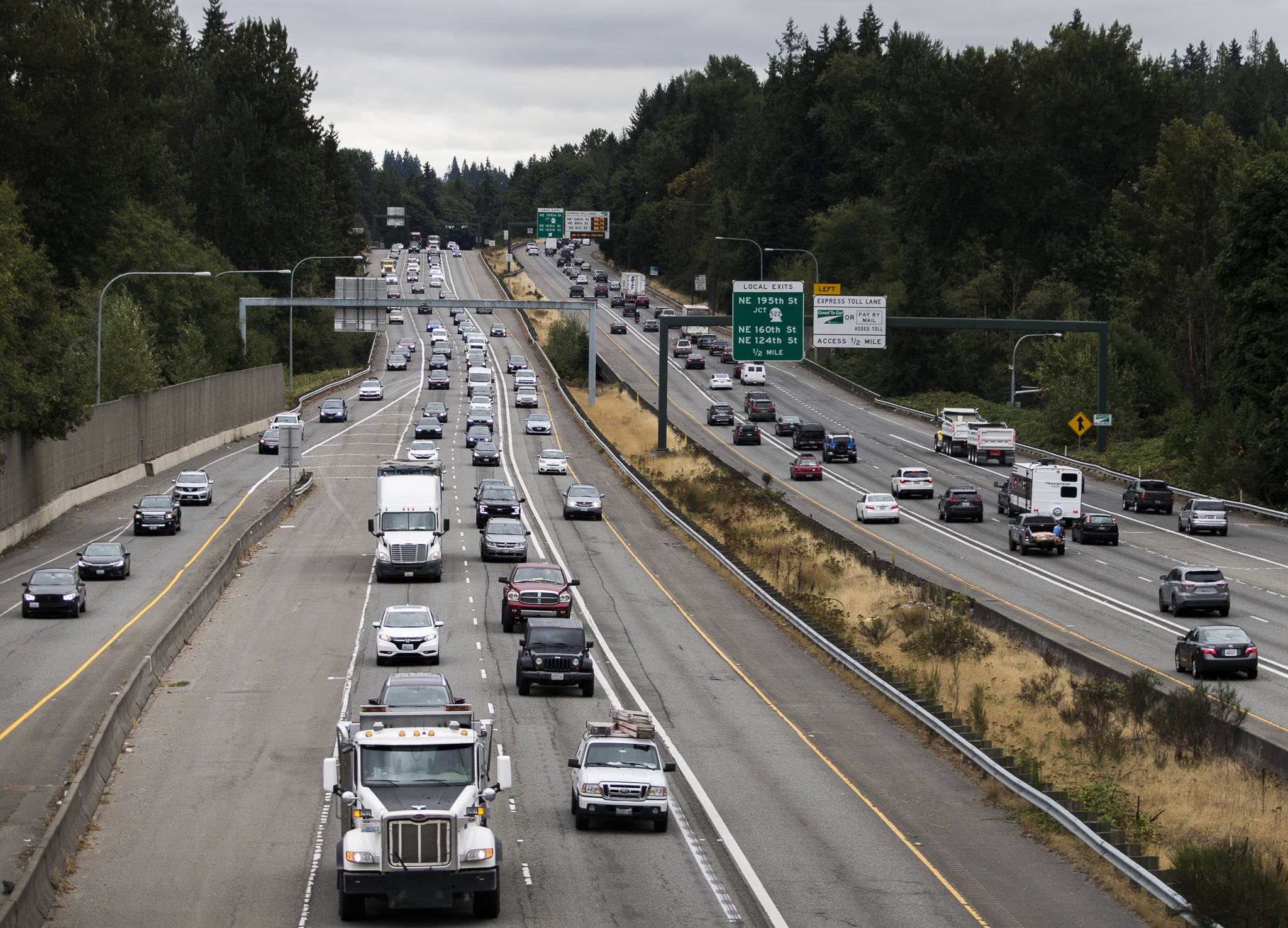 Traffic moves Friday along I-405 between Highway 522 and Highway 527 where WSDOT received federal environmental approval to build a second express toll lane near Bothell. (Olivia Vanni / The Herald)