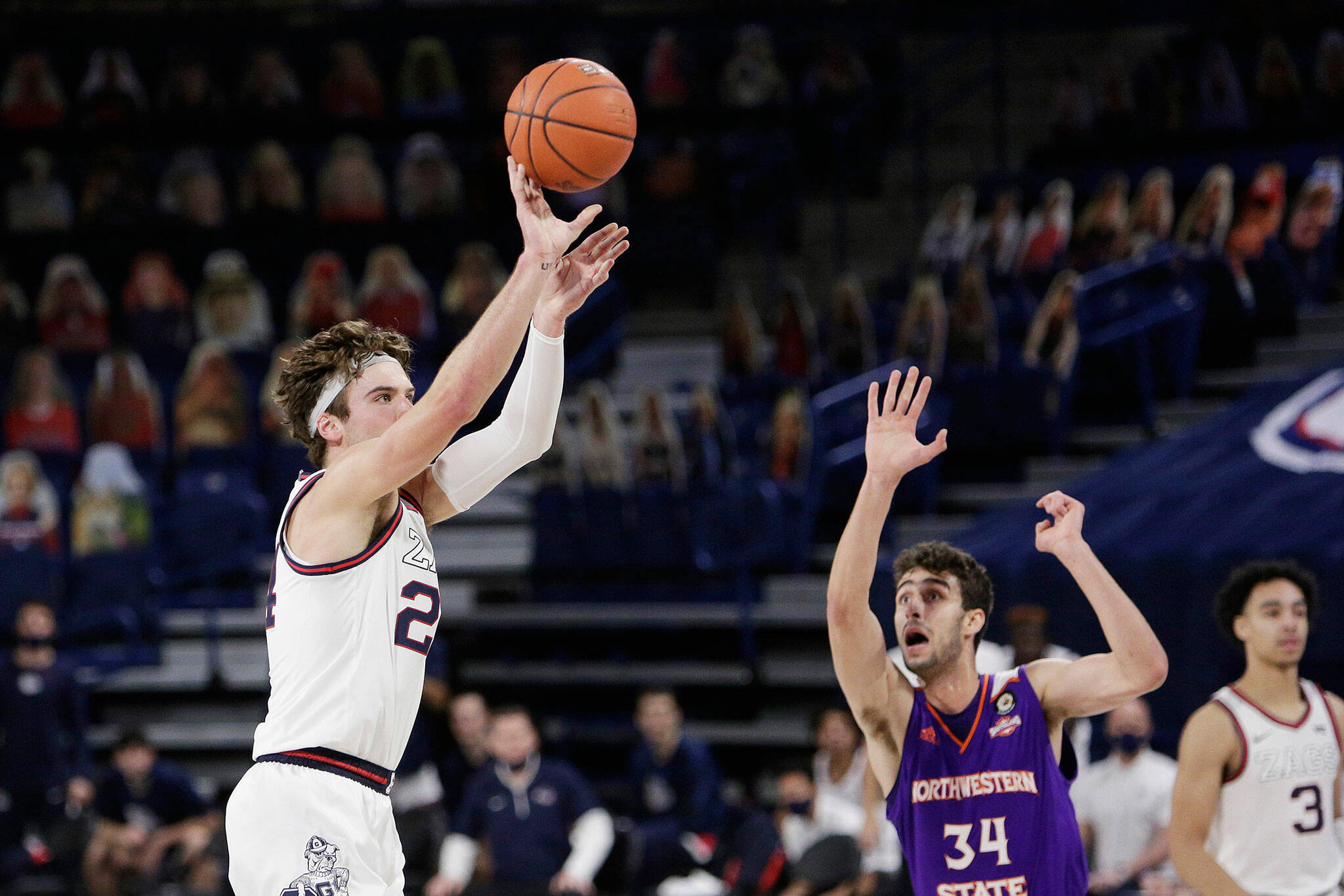 With his textbook shooting stroke, Kispert shot a scorching 44.0% from 3-point range this past season. (AP Photo/Young Kwak)